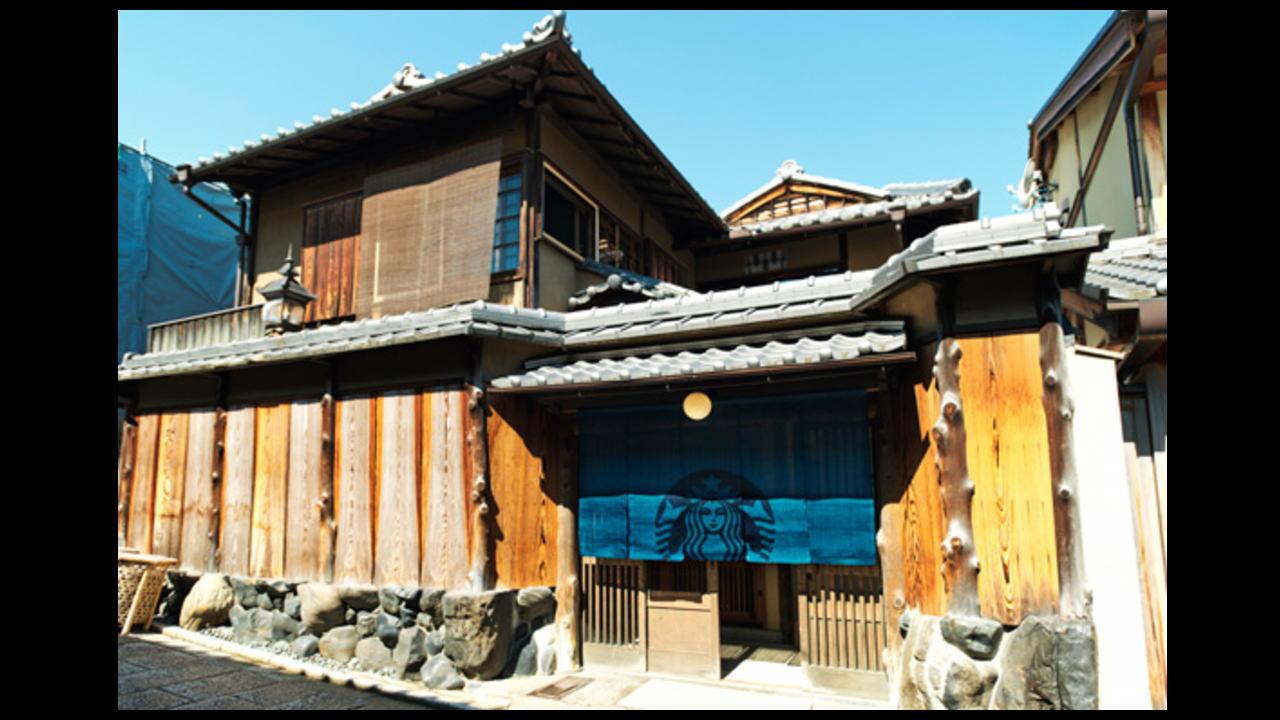 京都に世界初の暖簾・畳があるスタバ